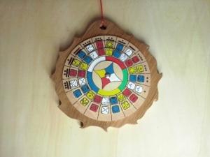 brujula-madera-sol