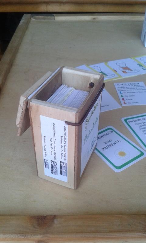 Caja de madera abierta